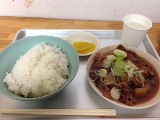モツ煮込みライス(700円)