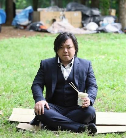 与沢翼公園でカップラーメンを食べる